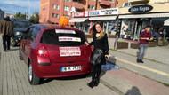 Boşanınca otomobiline 'Mutluyum' yazdırıp, mangal partisi düzenledi