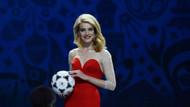Rus model Natalya Vodyanova, GV ödül yemeğinde güzelliğiyle baş döndürdü