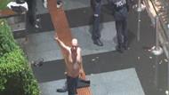 Trabzon'da alkollü adam yağmura aldırmadan soyundu