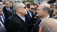 Bakan Soylu Mehmet Ağar'ın önünde ceket ilikliyor