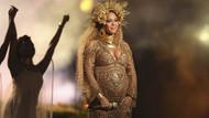 Sahneye hamile çıkan Beyonce geceye damga vurdu