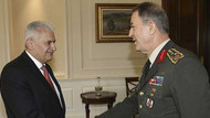 Başbakan Yıldırım ile Genelkurmay Başkanı Akar 'Karargah Rahatsız' haberini görüşüyor