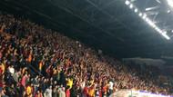 Galatasaray taraftarlarından İzmir Marşı