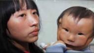 Çin, çift suratlı bebeğin şokunda