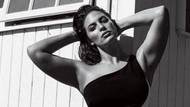 Ashley Graham bu defa transparan