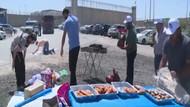 Açlık grevi yapan Filistinlilerin önünde mangal rezilliği