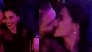 Yılın piştisinde öpücük şov