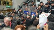 Cumhuriyet için Adalet Nöbeti tutan avukatlara polis müdahalesi