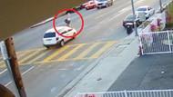 Arabanın çarptığı kadın metrelerce ileriye savruldu!