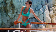Emily Ratajkowski cesur bikinisiyle Cannes plajlarında şov yaptı