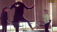 Jelena Karleusa çocuklarına dans figürlerini öğretiyor