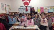 Öğrencilerinin eline idam ipi veren öğretmene kınama cezası