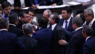 Meclis'te CHP'nin askerli yürüyüş afişi kavga çıkardı