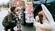 Sokakta gördüğü gelini masal kitabındaki prenses zanneden kızın mutluluğu