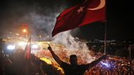 Türkiye 15 Temmuz şehitlerini anıyor.. Saat 00:13'te selalar okunacak: İşte 15 Temmuz etkinlikleri