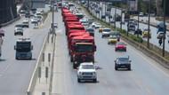 D-100'de Türk bayraklı kamyon konvoyu