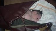 Vicdansızlar! Yeni doğan kız bebeği çanta içinde çöplerin arasına bıraktılar