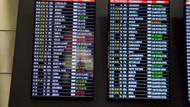 Yolcular uçakların içinde mahsur kaldı
