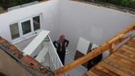 Kocaeli'nin Kartepe ilçesinde şiddetli fırtına gece uyurken üzerilerinden çatıyı uçurdu