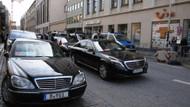 Almanya'da sıcak dakikalar! Erdoğan'ın konvoyu bekletildi