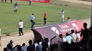 Sinopspor- Yeni Amasyaspor maçında sahaya giren polis şaşkına çevirdi