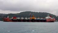 İstanbul Boğazı'nda ilginç görüntü! 10 gemi taşıyan dev gemi böyle geçti