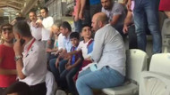 Trabzonsporlu çocuğun üstünden formasını çıkarttılar
