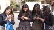 Gençlerin yarısı doktordan önce internete başvuruyor