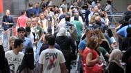 Tatilciler dönüyor, havalimanında yoğunluk yaşanıyor
