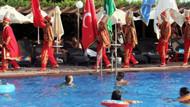 Havuz başında mehter takımlı doğum günü kutlaması