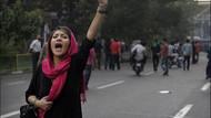 İran'da protestocular polisle çatışıyor: Amatör video