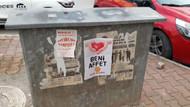 Antalya sokaklarında Beni Affet afiş ve yazısı