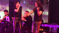 Şarkıcı Aydilge, kemancısına aşkını sahnede ilan etti