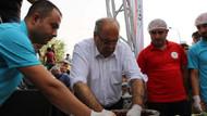 Belediye Başkanı Fehmi Hüsrev Kutlu Adıyamanlılara çiğköfte yoğurdu