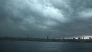 İstanbul yağmura teslim! İşte Meteoroloji'nin son dakika tahminleri
