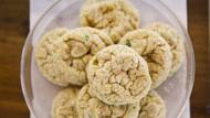 Ölen dedesinin küllerinden kurabiye yapıp okul arkadaşlarına dağıttı