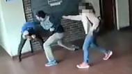 Sinirli baba kızına tacizde bulunan öğretmene 15 saniyede 22 yumruk attı
