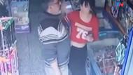 Market sapığı genç kadının arkasına geçip böyle taciz etti