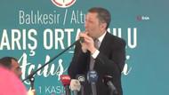 Milli Eğitim Bakanı Ziya Selçuk öğrencilere ıslıkla karşılık verdi