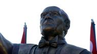 İzmir'de Atatürk heykeli tartışması: Hiç benzemiyor