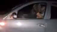 Hareket halindeki otomobilde cinsel ilişkiye girdiler