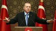 Akit yazarı: Türkiye'nin bütün yükü Erdoğan'ın omuzlarında; hafifletmeyen ahirette hesap verir