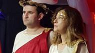 Büyükelçi ve katibi 29 Ekim kutlamasında Yunan tanrıları oldu