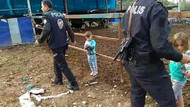 Osmaniye'de çocuklarını çite bağlayan Suriyeli baba gözaltına alındı