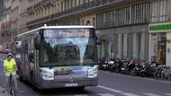 Paris'te bir otobüs şoförü, engelli yolcuya yer vermedikleri için yolcuları otobüsten attı