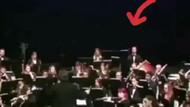 Müzik sırasında tokmağı kontrol edemeyen davulcu arkadaşını yaraladı