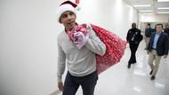 Eski ABD Başkanı Obama Noel Baba girip hediye dağıttı