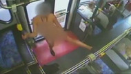 Halk otobüsünün içinde bir anda soyunup, striptiz yaptı!
