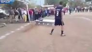 Ölen futbolcu Acuna'ya tabutta gol attırdılar