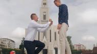 Sosyal deney: Eşcinsel çift, sokakta birbirine evlenme teklifi etti